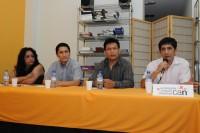 Carlos Castillo inicia su presentación del libro