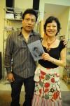 Ana Gonzalez, del Centro Cultural Floridablanca, junto al autor